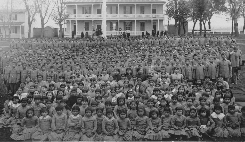 native-amer-brdg-school-photolotsofstudents