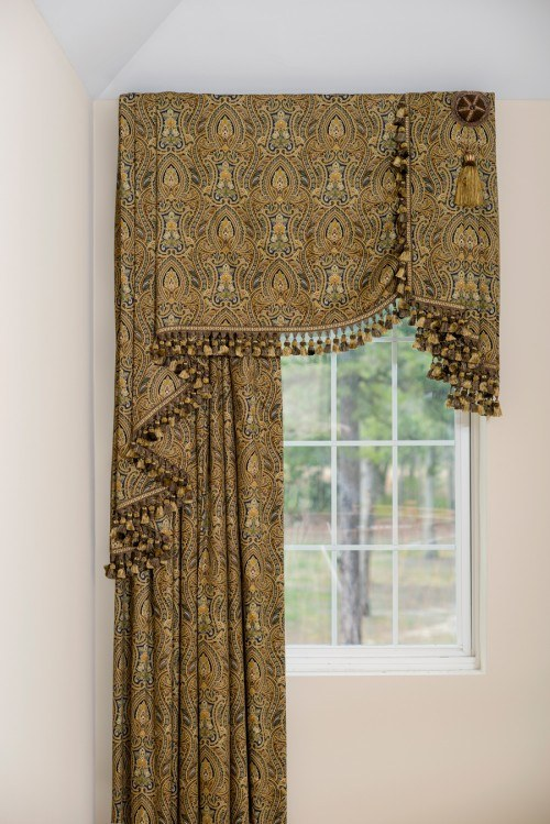 Case Study Two Story Curtains With A Valance My Decorating Tips