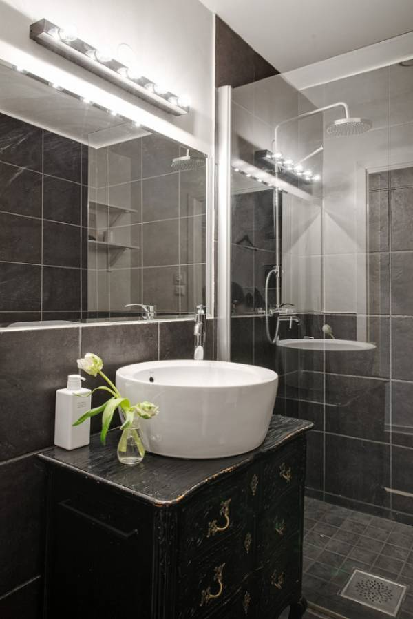 Mix styles in the bathroom