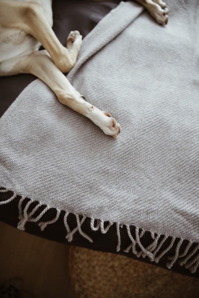 tekstylia w małej sypialni