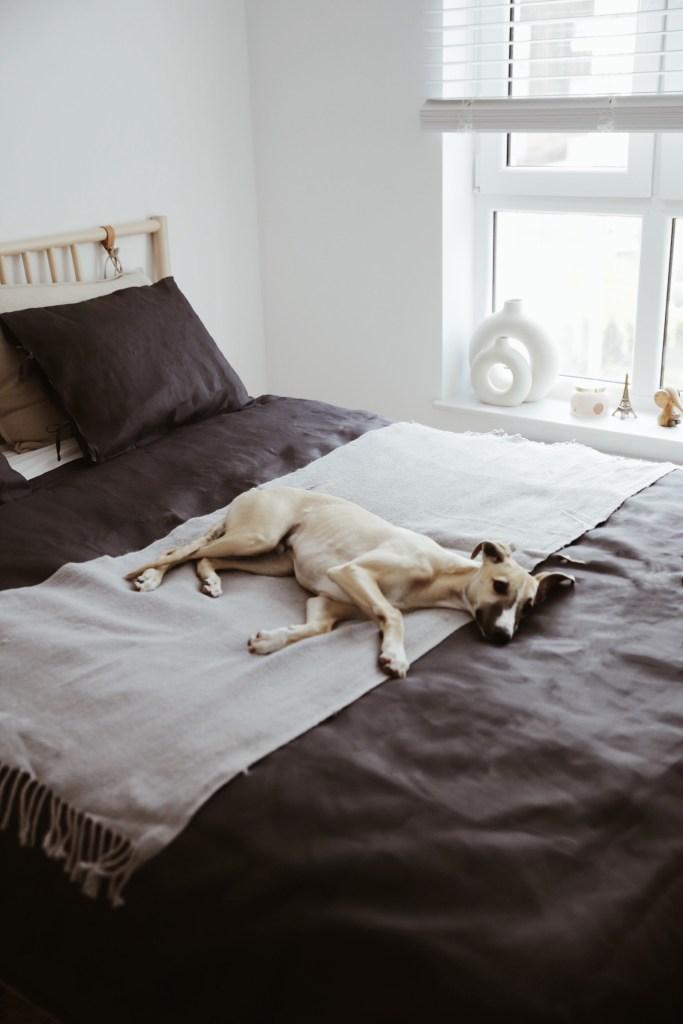 dobra aranżacja małej sypialni