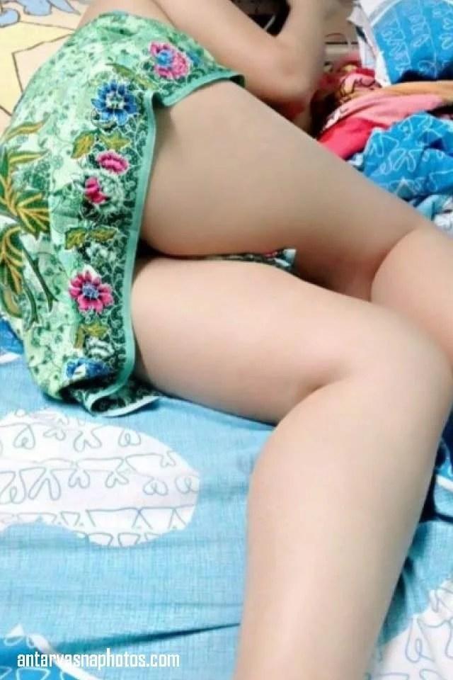 aunty sexy legs