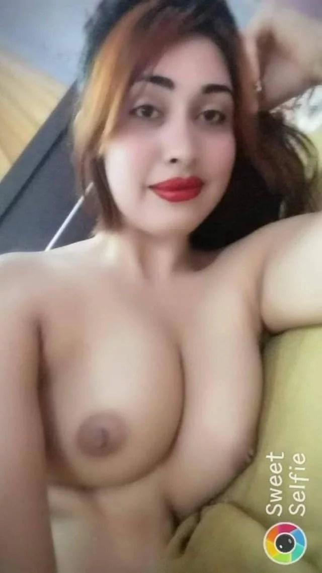 simran ki big boobs dikhati sexy smile