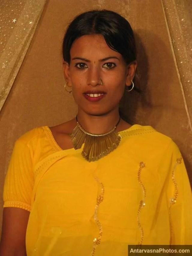 pili saree me sexy bhabhi