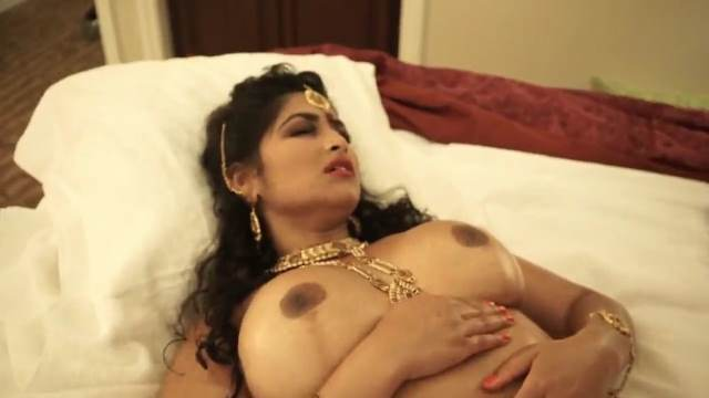 jewellery pahan sex karti hot aunty ki nude big boobs