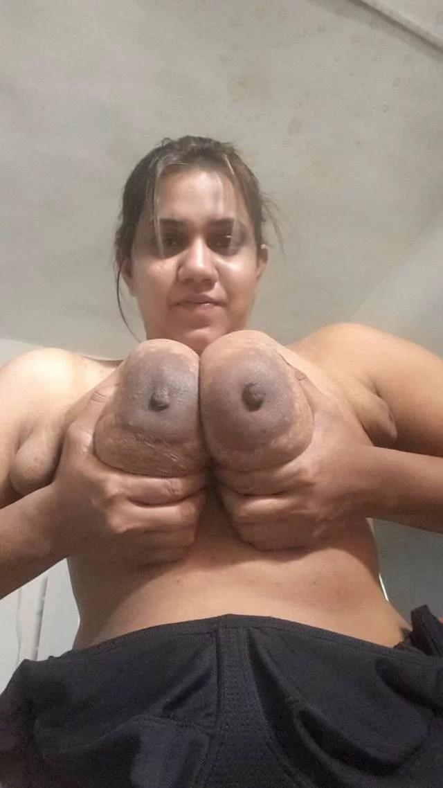 chus lo big boobs ko kahti indian aunty