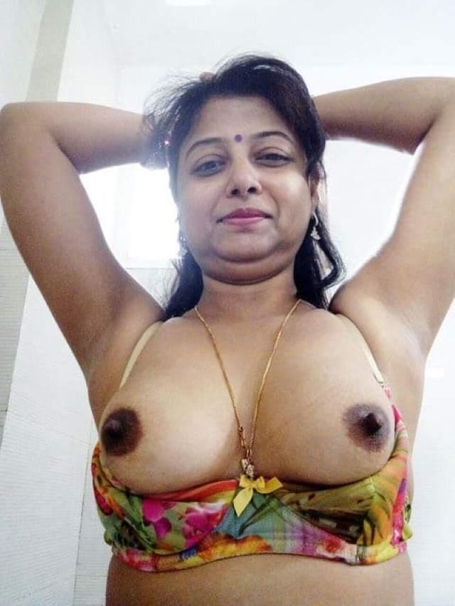 sexy indian bhabhi firm boobs with hard nipple