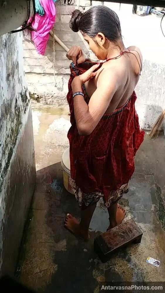 hot indian sali bathroom pics