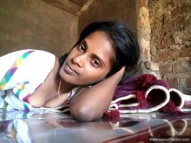 cute adivasi lady nangi selfie pics