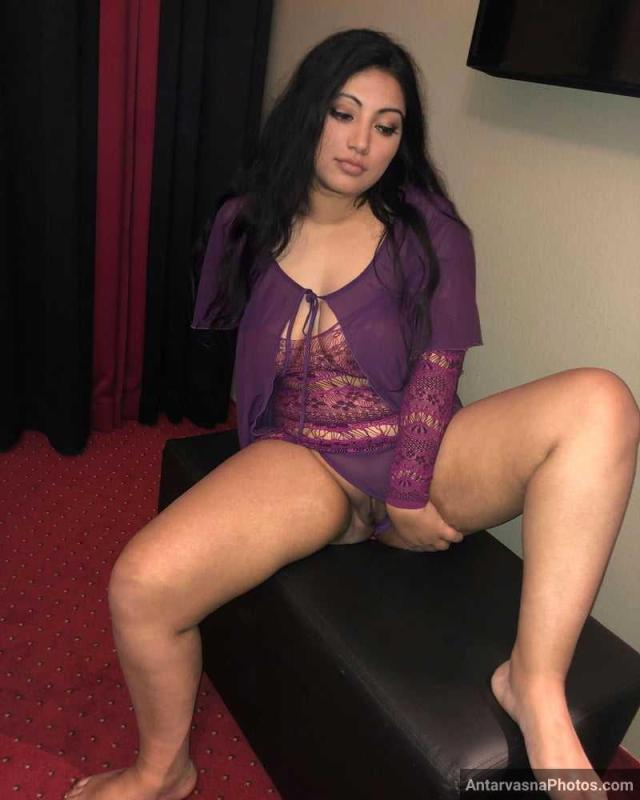 model playing with desi pussy