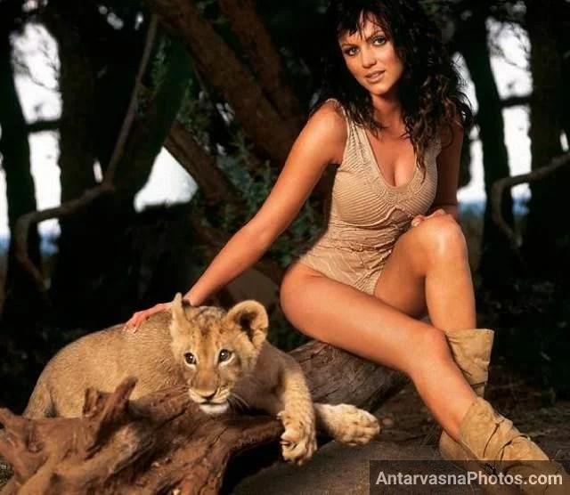 lion cub ke sath sexy lingerie me photo leti model