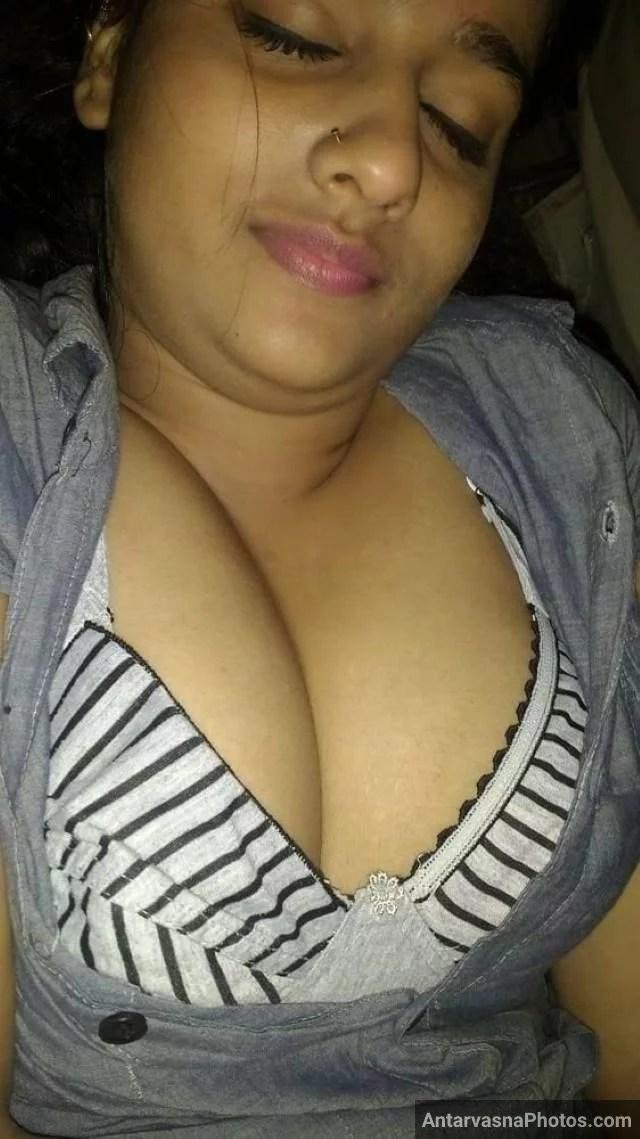 bra se apne boobs ki clevage dikhati mast bhabhi
