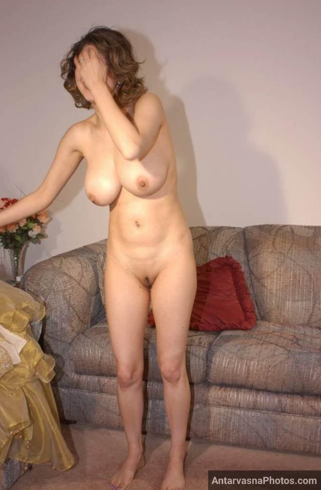 slim figure aur big boobs wali nude sexy aunty pic