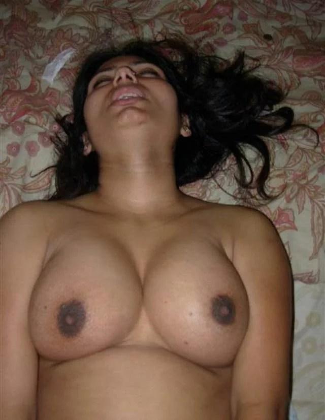 lund ke ghuste hi masti me karahati indian girl and her boobs pic