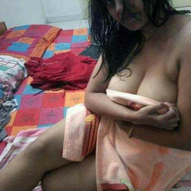 gorgeous desi indian aunty big tits