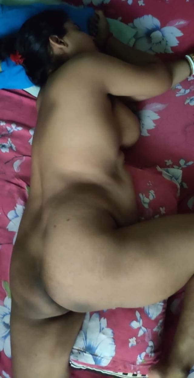 naked indian aunty ready for anal sex
