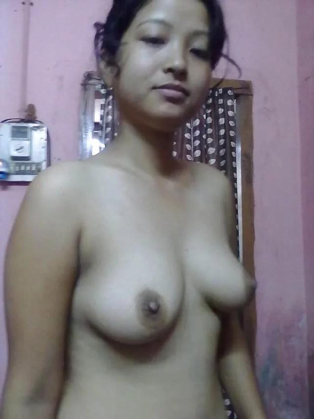 nude aunty ki firm perky tits pic