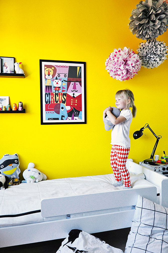 Children's room in yellow and pink2