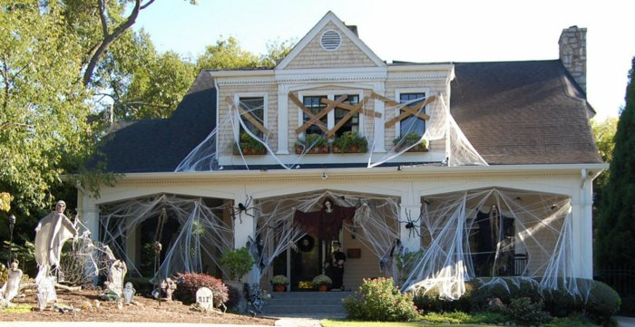 DIY Halloween decoration for a spooky outdoor atmosphere14