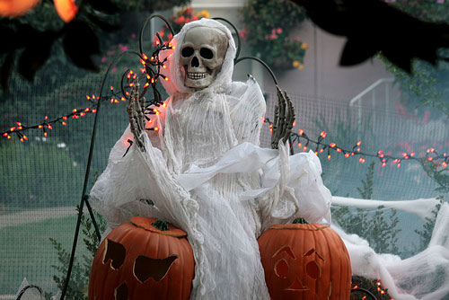 halloween-decor-for-the-garden32