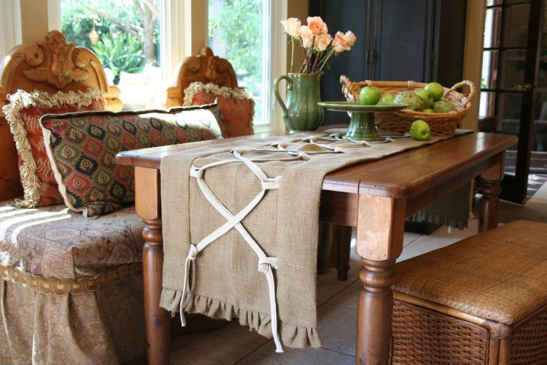 Burlap Table Runner ideas (21)
