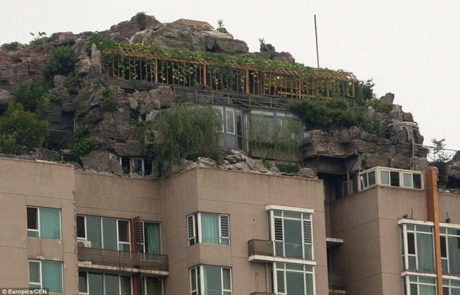 Mountain villa on the roof of an apartment building3