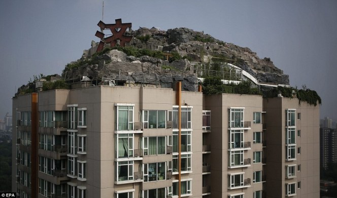 Mountain villa on the roof of an apartment building4