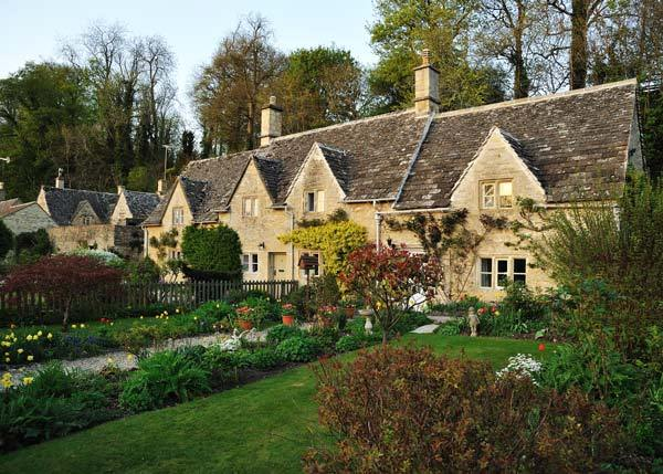 Bibury Incredible beauty in the English province12