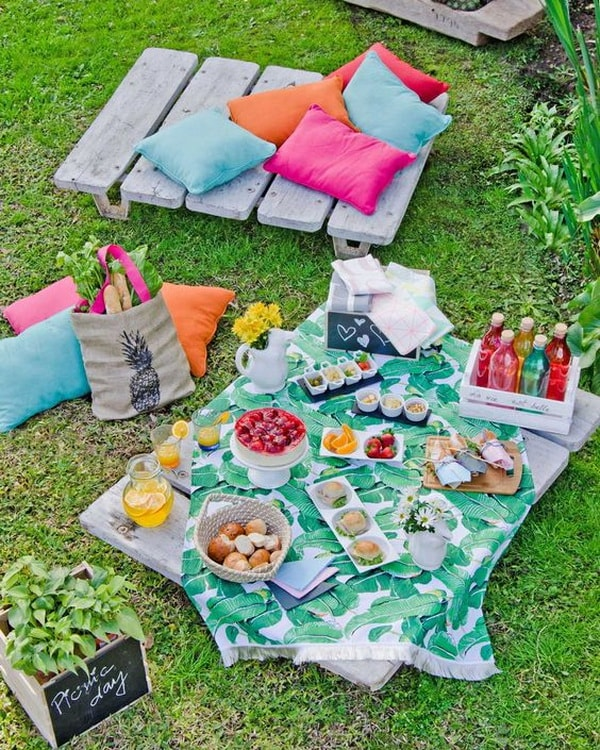 Ideas for decorating outdoor tables10
