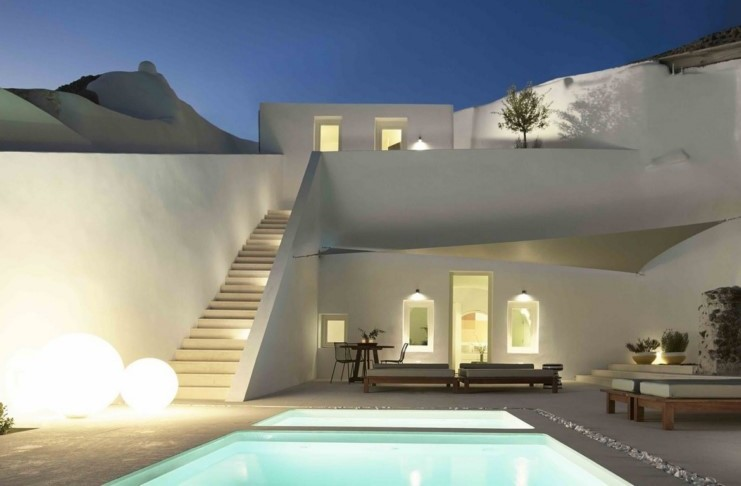 house in Santorini was once a cave1