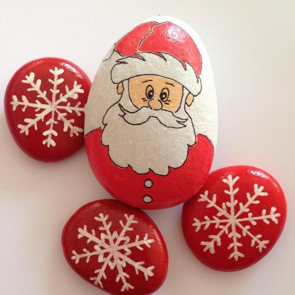 Christmas painting on stones and pebbles (26)