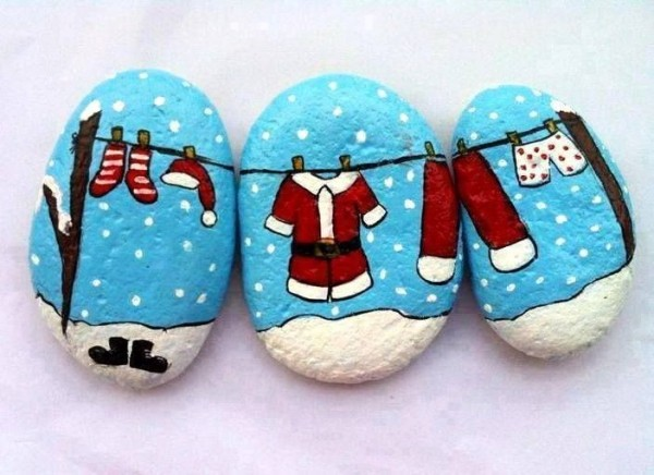 Christmas painting on stones and pebbles (32)