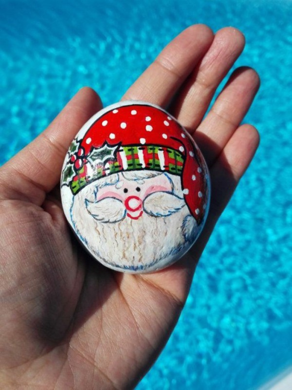 Christmas painting on stones and pebbles (47)