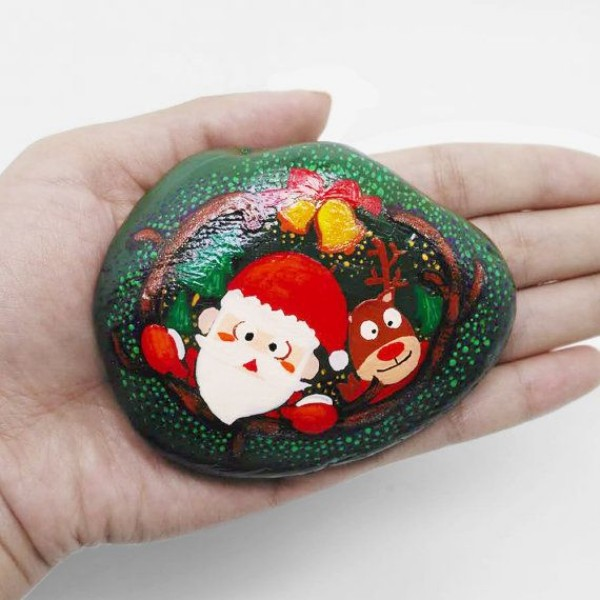 Christmas painting on stones and pebbles (63)