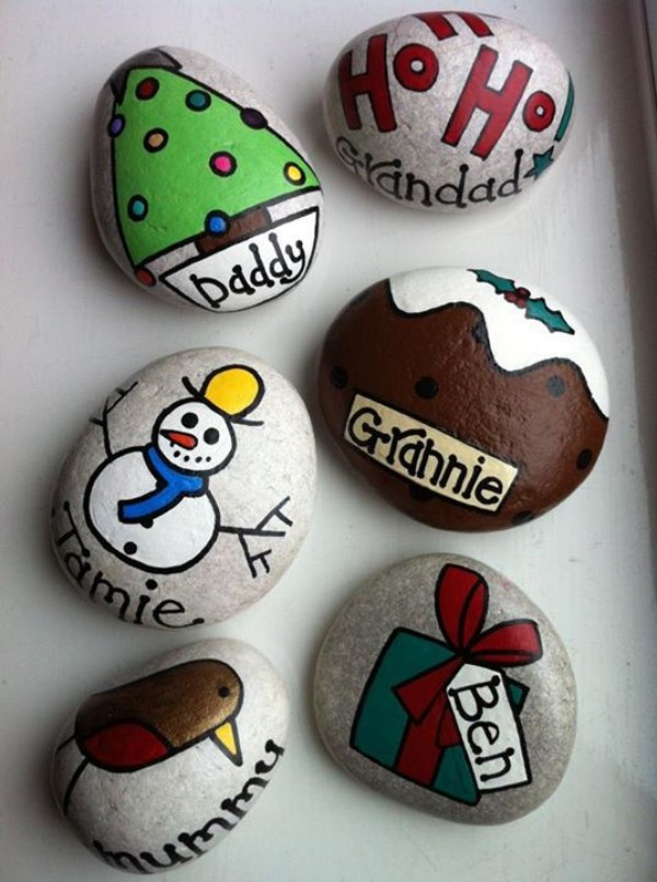 Christmas painting on stones and pebbles (71)