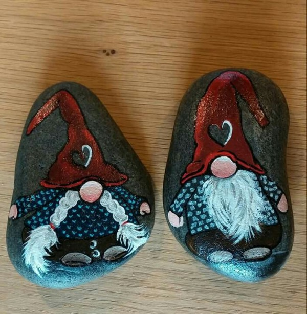 Christmas painting on stones and pebbles (85)