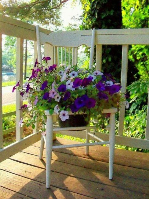 old chairs planters3