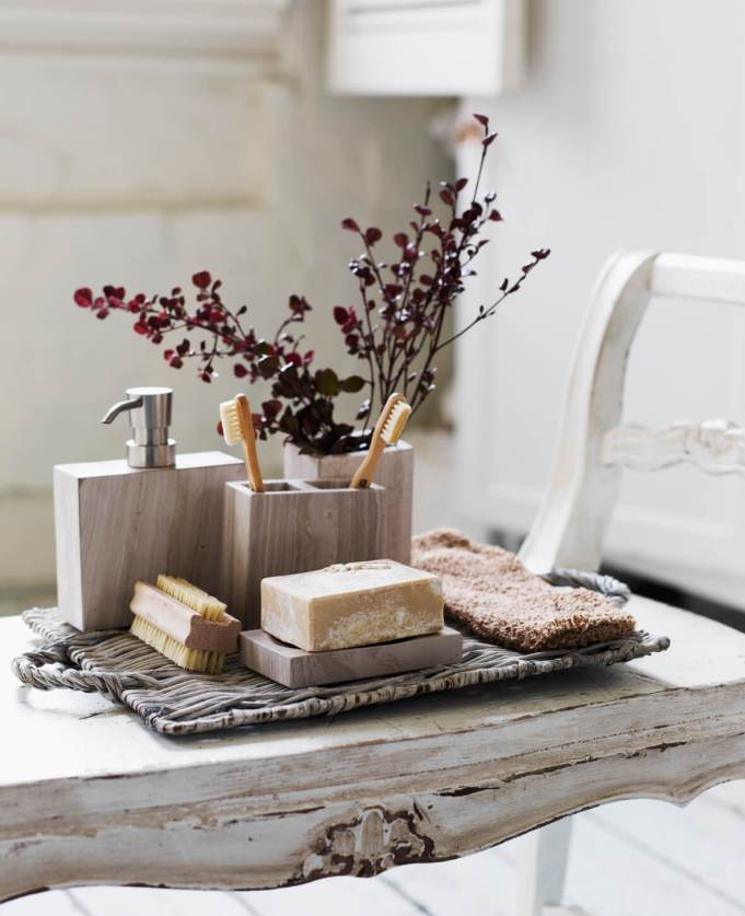 Wonderful Ideas For Decorating Your Bathroom In Shabby