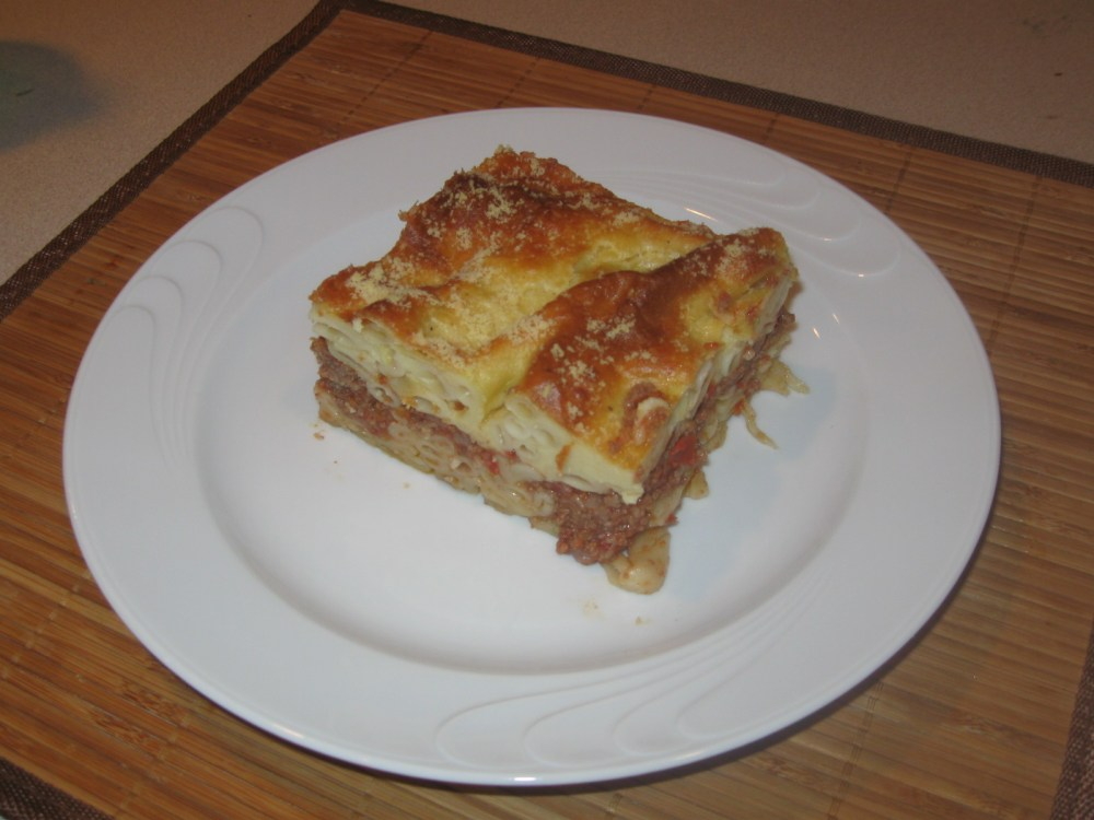Pastichio: Pasta with meat sauce and bechamel (2/2)