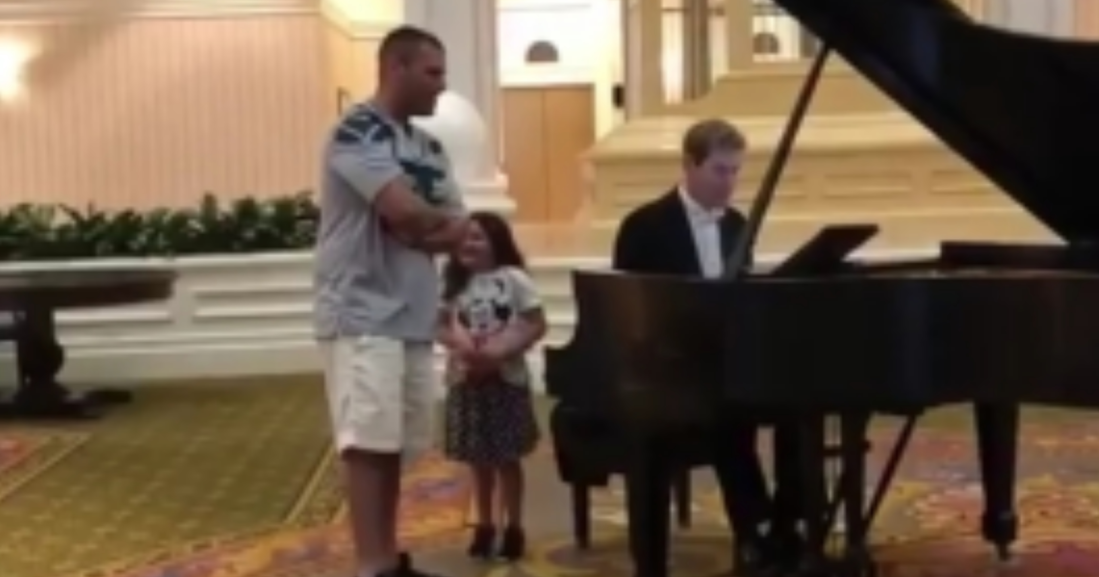 VIDEO: Man Blows Away Hotel Lobby Singing 'Ave Maria' for