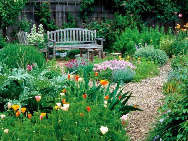 rx-dk-sg03701_cottage-garden_s4x3-jpg-rend-hgtvcom-1280-960