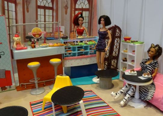 Barbie size Spice Girls Cafe Bar (11)