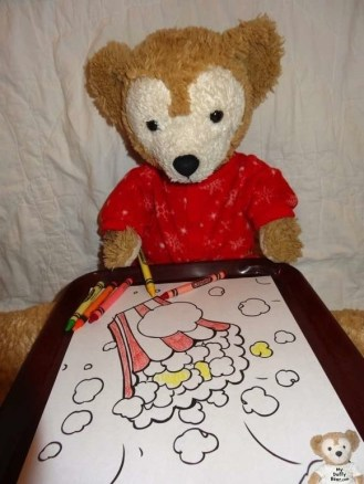Duffy the Disney Bear Colors his Popcorn picture