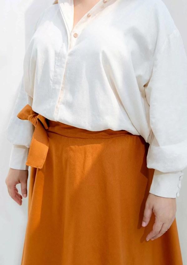 waist of orange cotton skirt