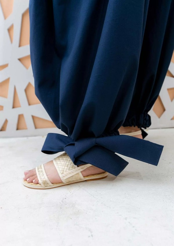 Dark blue trousers made from organic and recycled cotton