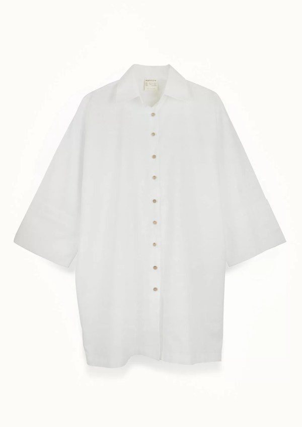 White cotton shirt with medium sleeves - front