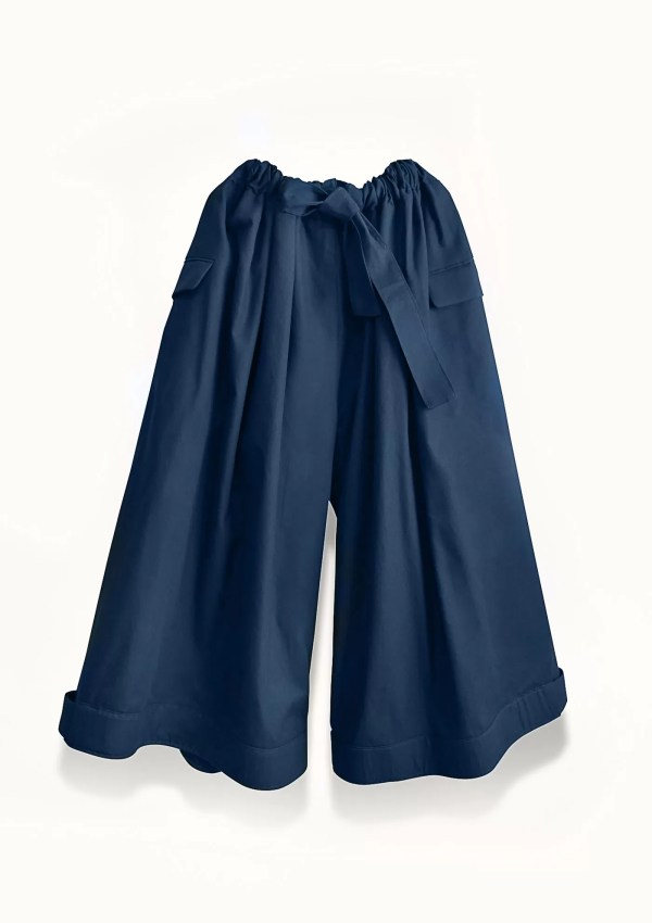 Oversized dark blue trousers made from sustainable cotton - front