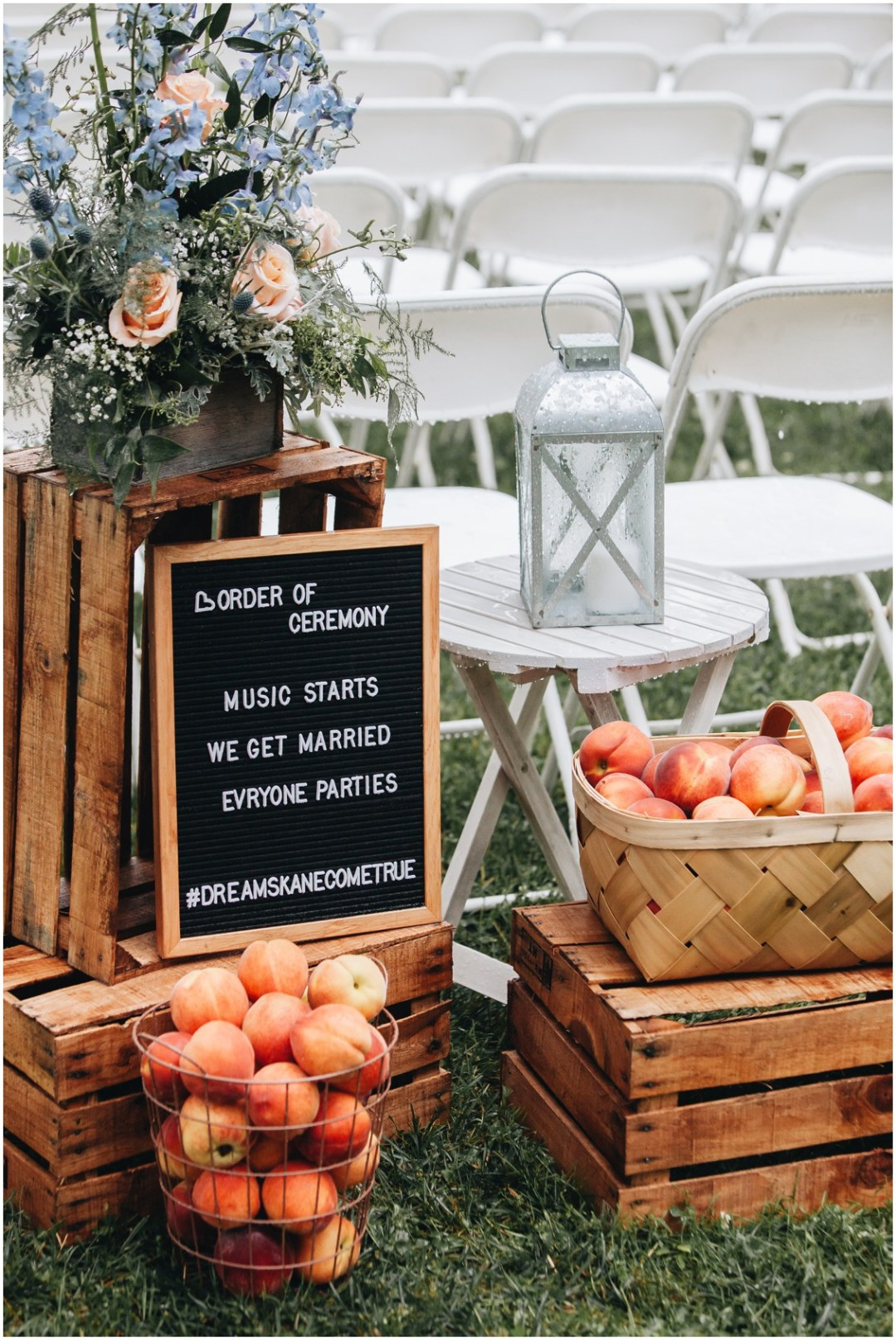 Wedding sign, baskets of peaches, and flowers by Jen-Mor Florist. | My Eastern Shore Wedding |