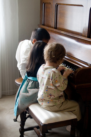 Ethan, Bella & London playing the piano