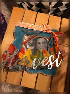 Read more about the article DIY Fall Photo Frame